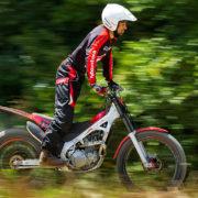 2016-Honda-Montesa-Cota_Red_web_RGB_MontesaCota_022